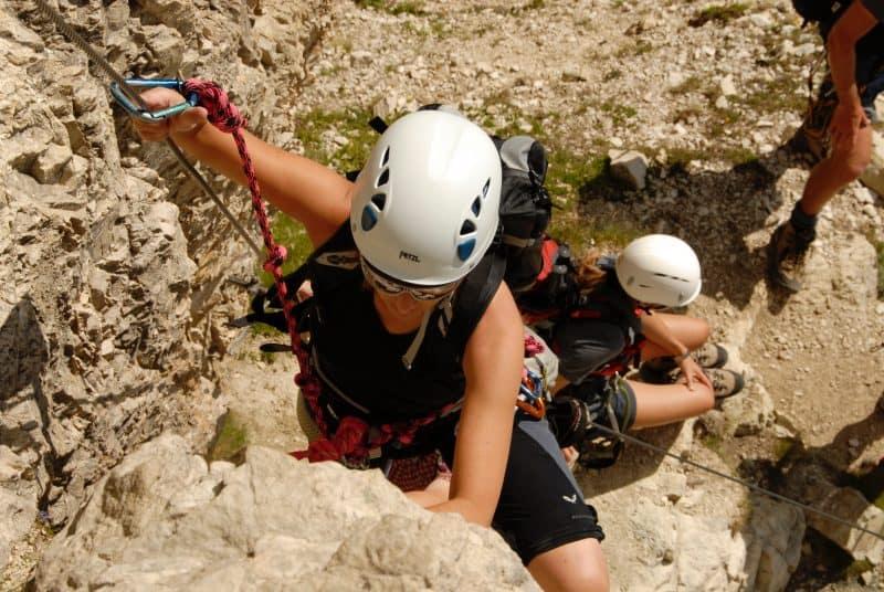 grimpeurs avec casque